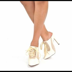 Really nice, New gold & cream bootie slide on.